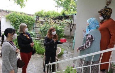 Iğdır Belediye Eş Başkanları Anneler Gününde Kadınları Evlerinde