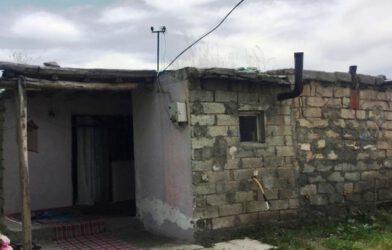 Iğdır'da Bir Aile Yıkılmakta Olan Evde Yaşam Savaşı Veriyor..!