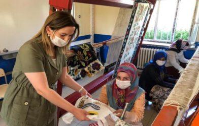 Hanımefendi, Hoşhaber'deki 'Halı Kursu' Kursiyerlerini Ziyaret Etti