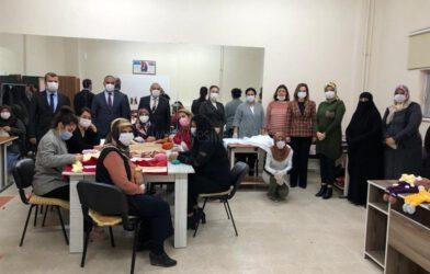 Hamfendileri Sarıibrahim, Halk Eğitim Merkezinde 'Kafkas Bebek' Kurslarında Eğitim Gören Kadın Kursiyerleri Ziyaret Etti