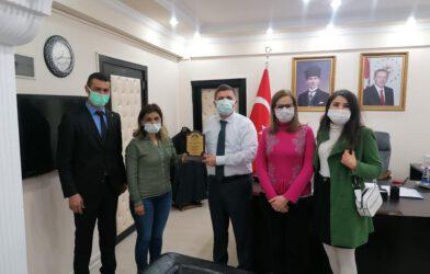 Araz Doğa Sporları ve Kültür Kulübü Derneğinden Vali Engin SARIİBRAHİM'e Plaket